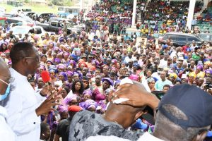 Delta Governor, Senator Dr. Ifeanyi Okowa (left) addressing hundreds of APC members who defected to the PDP in Aniocha/Oshimili Federal Constituency of the state, in Asaba on Thursday.